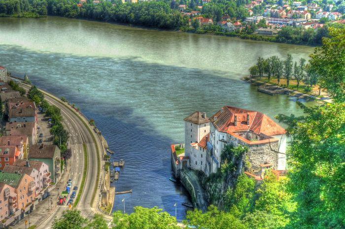 Sungai Ilz, Sungai Danube, dan Sungai Inn di Passau, Jerman.
