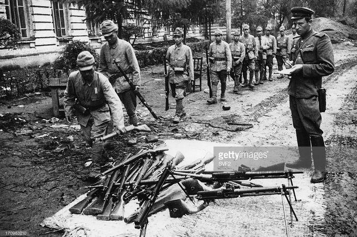 Pasukan Jepang menyerah di Manchuria