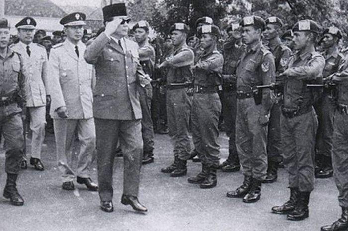 Bung Karno dan pasukan Tjakrabirawa
