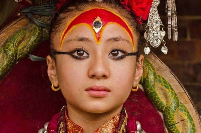 Kumari adalah Dewi hidup di Nepal yang dianggap titisan Dewi Teleju