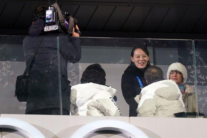 Kim Yo Jong bersalaman dengan Presiden Korea Selatan