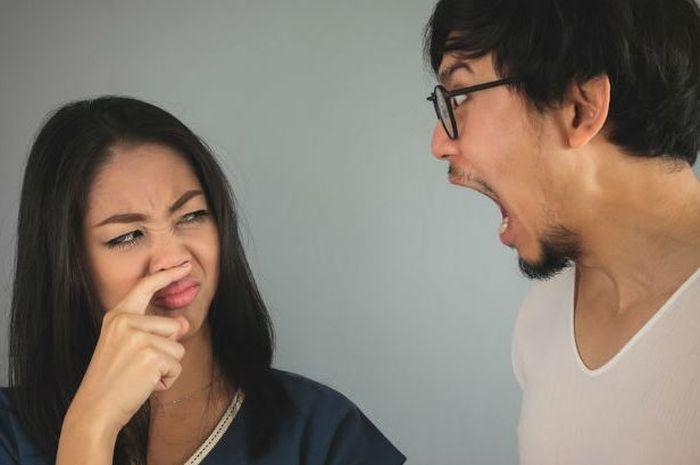 Makanan yang menyebabkan bau mulut.