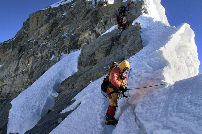 Mendaki puncak Everest