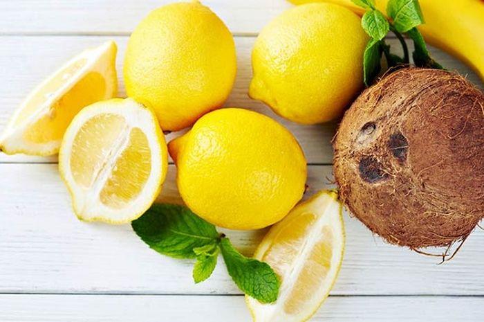 Ramuan alami dari campuran lemon dan minyak kelapa