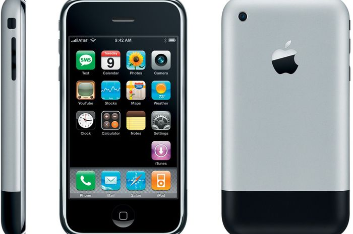 Steve Jobs Memperkenalkan iPhone Generasi Pertama Tepat 9 Tahun Lalu
