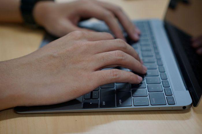 Menggunakan Keyboard untuk Menggerakkan Pointer Mouse di macOS