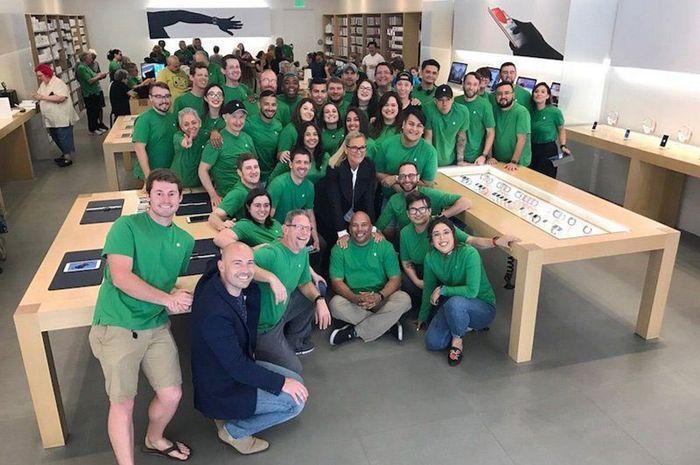 Sambut Hari Bumi, Karyawan Apple Dapat Seragam Hijau