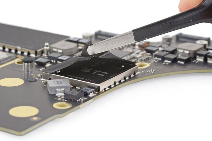 """Software Cegah Perbaikan MacBook Pro 2018 oleh """"Tukang Servis"""" Belum Diaktifkan Apple"""