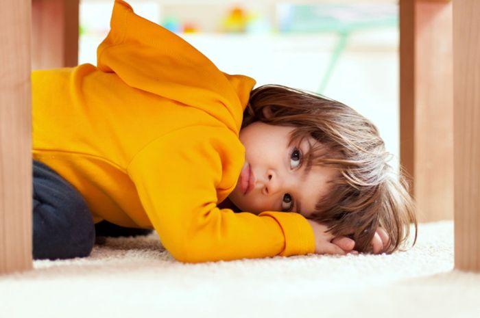 Jangan kaget dengan perubahan perilaku anak. Yang tadinya manis, nurut, kok jadi susah dikasih tahu dan membantah.