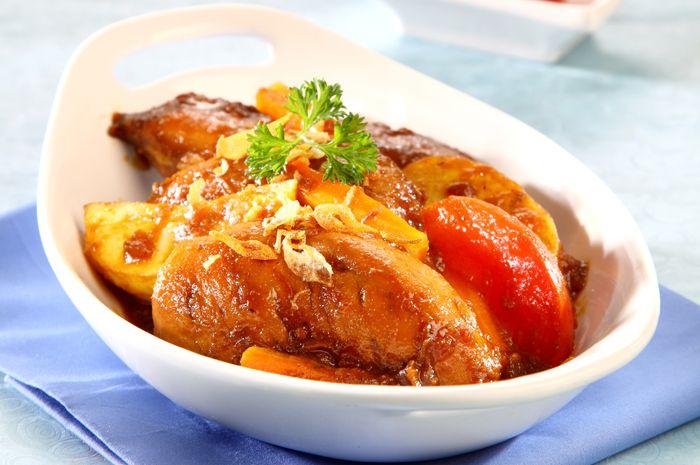 membuat bistik ayam untuk makanan keluarga