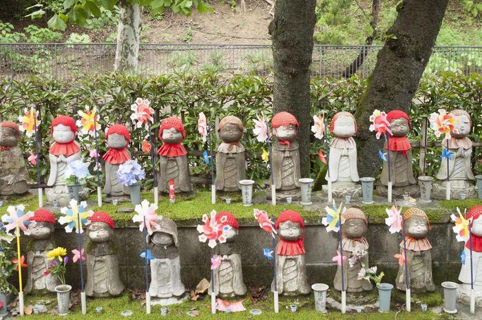 Patung Jizo di Kuil Zojoji di Jepang.