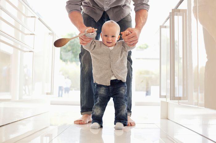 7 Tip Untuk Membantu Bayi Belajar Berjalan