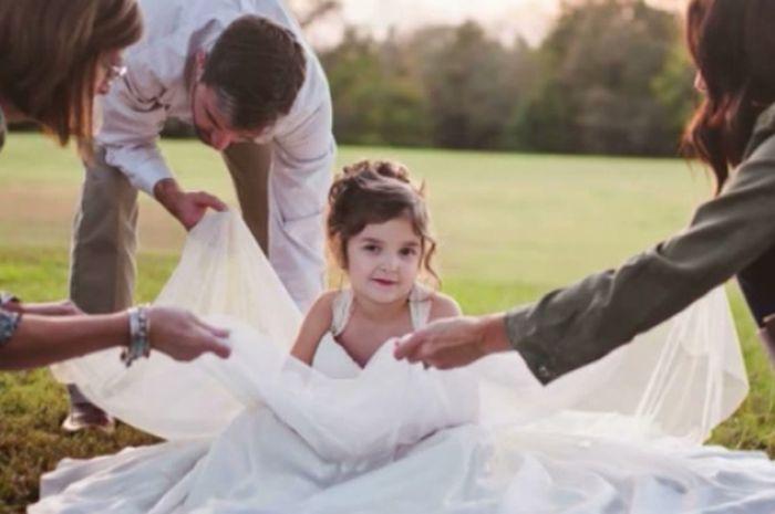 Viral Alasan Mengharukan Anak 4 Tahun Yang Memakai Gaun Pengantin
