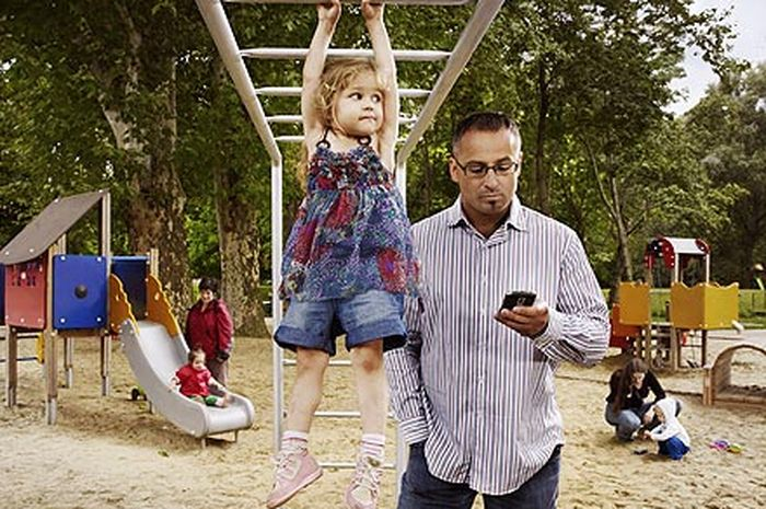 Balita yang waktunya bersama orangtua kerap terdistorsi olehgadget, tampak lebih rentan terhadap kesalahan perilaku