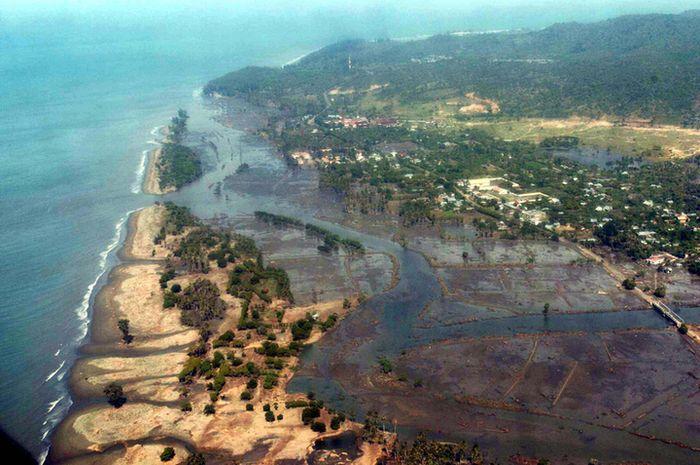 Tsunami Aceh 2004.
