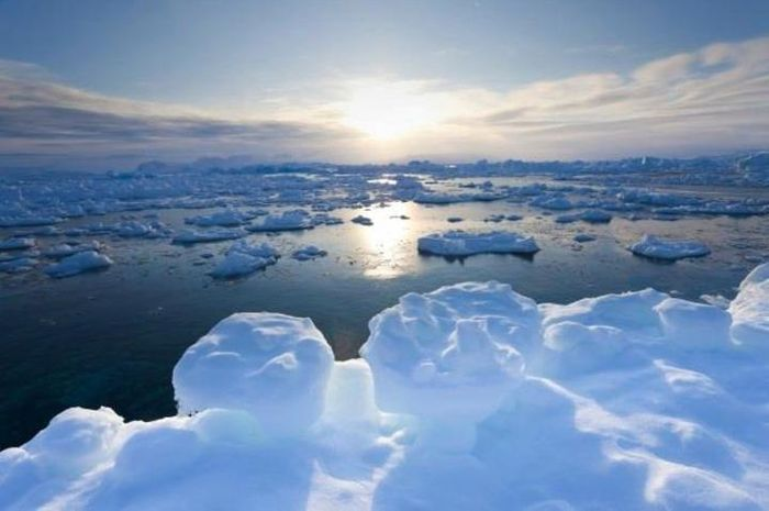 Pecahan es di Tiniteqilaq, Greenland.