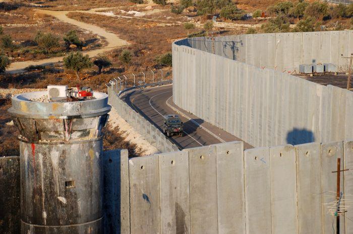 Tembok perbatasan Israel dengan Palestina.