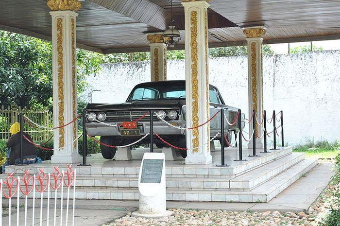 Mobil yang digunakan oleh Jenderal Achmad Yani yang dapat disaksikan di Lubang Buaya, Jakarta.