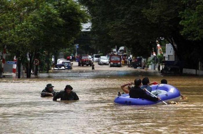 Banjir merupakan salah satu bentuk bencana hidrometeorologi.
