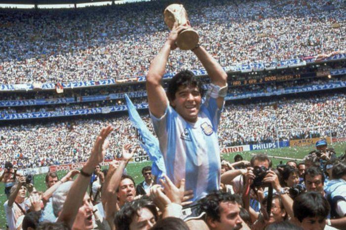 Aksi gemilang Diego Maradona mengantar negaranya meraih tropi Piala Dunia 1986 di Meksiko.