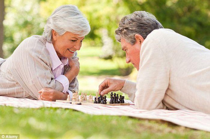 Penelitian menemukan bahwa 36 persen manula lebih bahagia ketika menginjak usia 70 tahun.