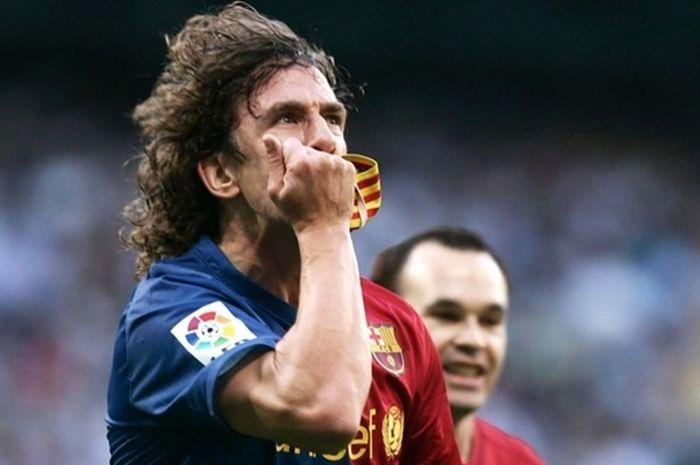 Carles Puyol melakoni debut pada 1999.