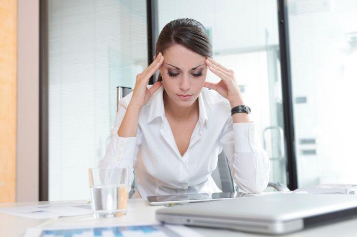 Kerja berlebihan bisa menyebabkan stres dan akhirnya diabetes pada wanita.