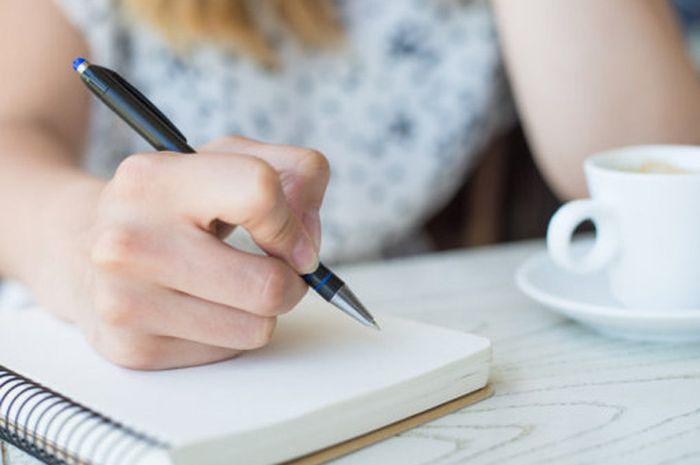 Menuliskan kegagalan di masa lalu bisa membantu mengatasi stres.