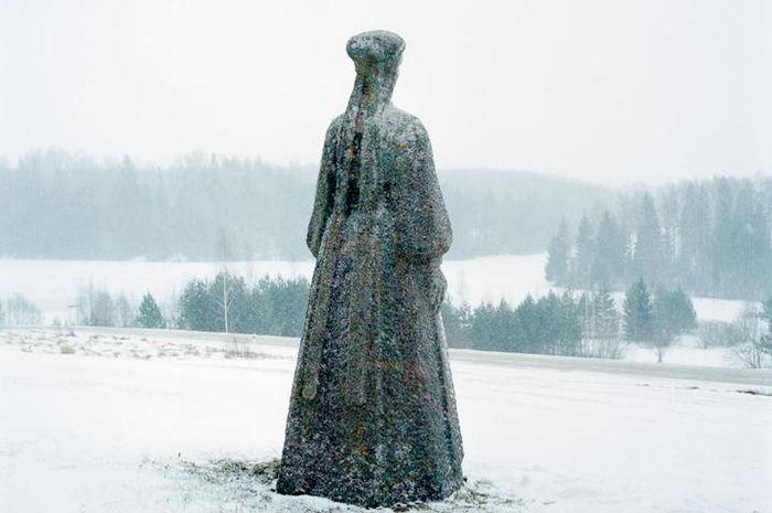 Patung lauluima Seto, diciptakan oleh pematung Elmar Rebane dan didirikan di Obinitsa.