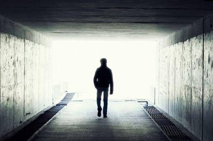 Istilah Near Death Experience (NDE) atau mati suri muncul pada tahun 1975 ketika psikolog bernama Ra