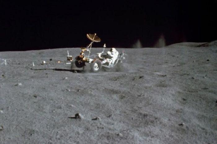 Pendaratan di permukaan Bulan.