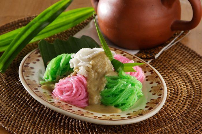 Kue Putu Mayang.