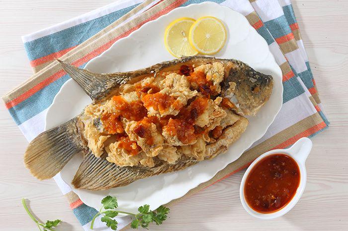 Yuk, Tiru Cara Restoran Menghilangkan Bau Lumpur Pada Ikan Gurame
