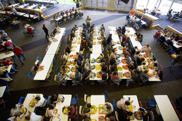 Google dan Facebook akan Hapus Fasilitas Makan Gratis ke Karyawan