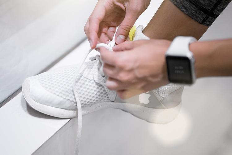 """Apple Kembangkan Sepatu Pintar """"iShoes"""" dengan Sensor Canggih"""
