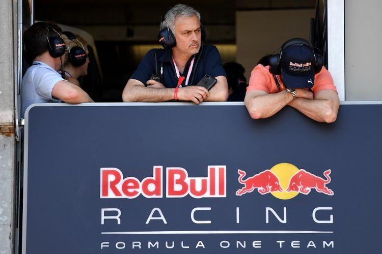 Mobil-mobil Jose Mourinho – Dari Renault 5 sampai Ferrari, Jaguar