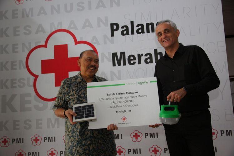 Schneider Electric Donasikan 1.000 Lampu LED ke Sulawesi Tengah