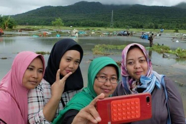 Demi Likes, Masyarakat Incar Lokasi Tsunami Anyer Jadi Tempat Selfie