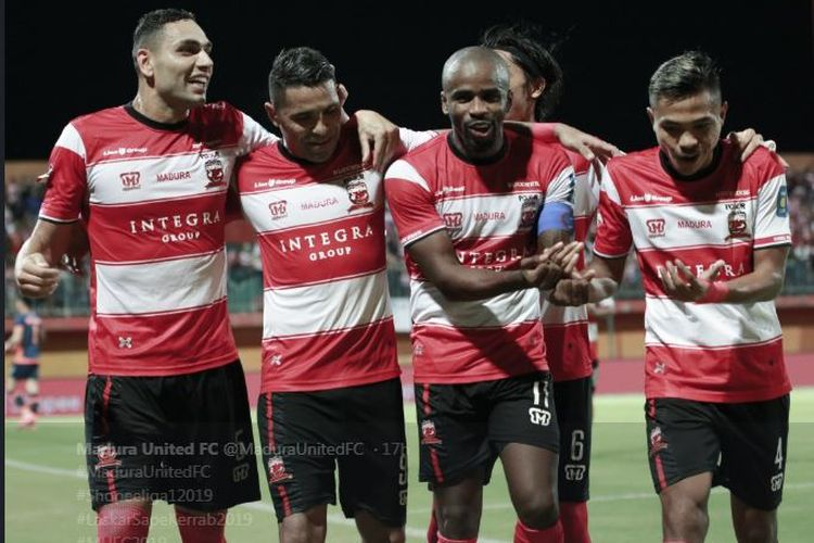 Madura United Vs Arema FC - Skor Kacamata Tutup Babak Pertama