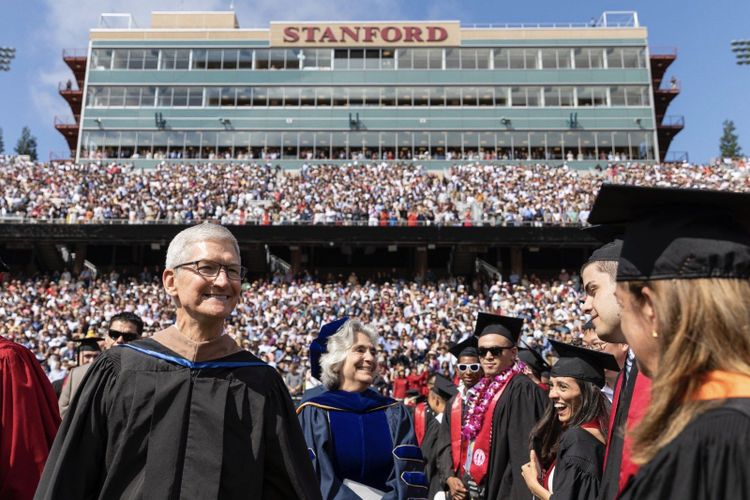 Berpidato di Universitas Stanford, Tim Cook Kritik Perusahaan di Silicon Valley