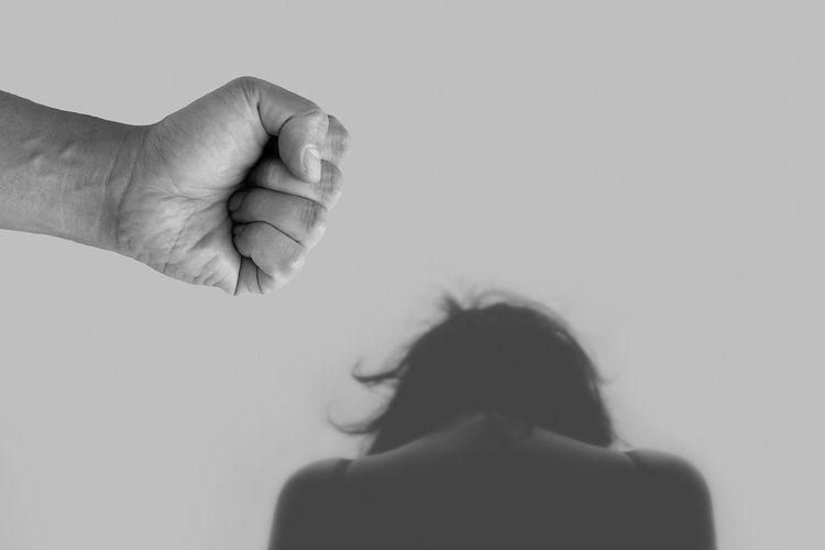 Simak 7 Mitos Tentang Kekerasan Domestik yang Perempuan Harus Tahu