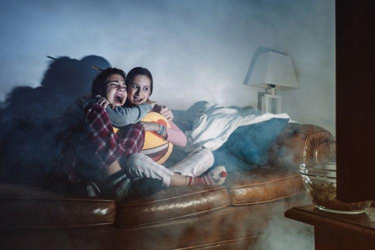 Hadapi Pandemi, Cobain Tips Nonton Film di Rumah Agar Seru Seperti di Bioskop