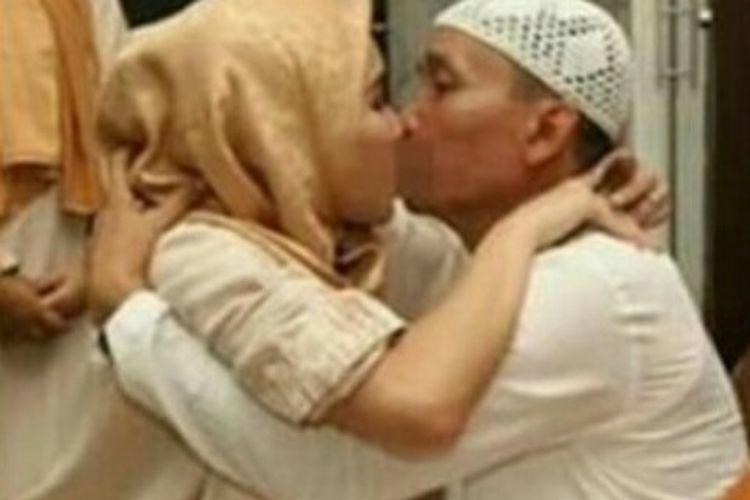 Soal Ciuman Bibir Dan Wacana Electra Complex Ini Jawaban Ayu