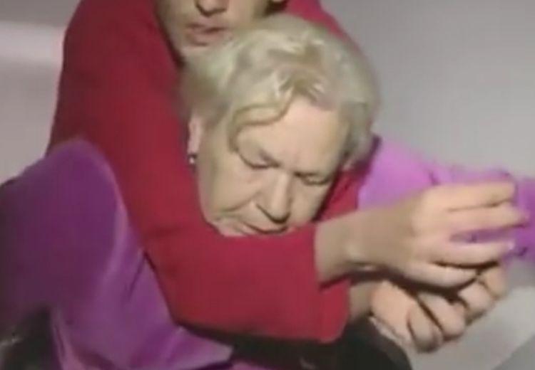 Ibu 60 Tahun Rawat Putranya Yang Disabilitas, Selamat Hari ibu!