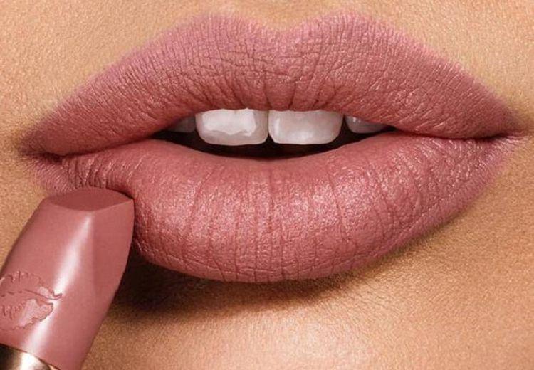 Rekomendasi Lipstik Nude Pink Di Bawah Rp 50 ribu, Cocok Untuk Moms!