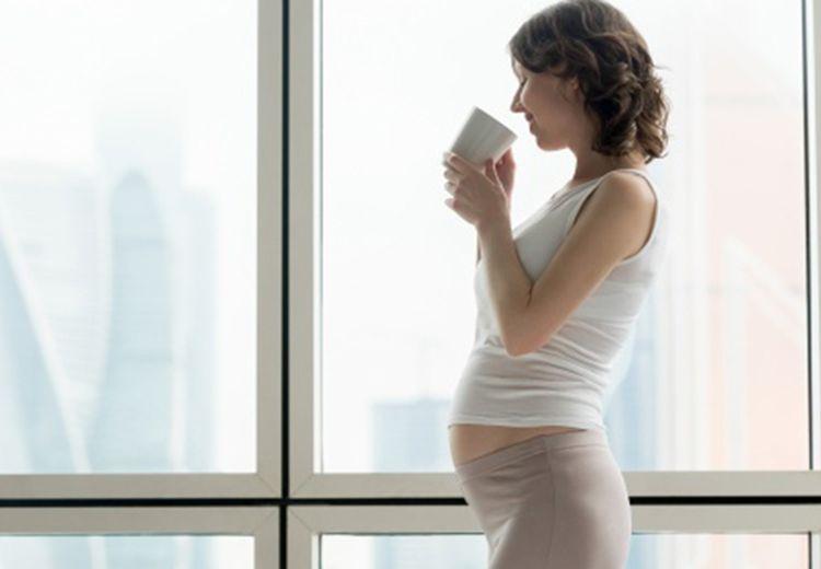 Ibu Hamil Minum Kopi Bisa Sebabkan Keguguran, Apa Benar Moms?