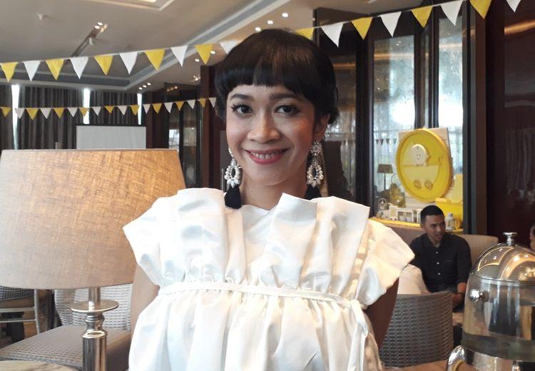 Ingin Hubungan dengan Suami Super Sibuk Harmonis? Ini Dia Tips dari Istri Indra Birowo