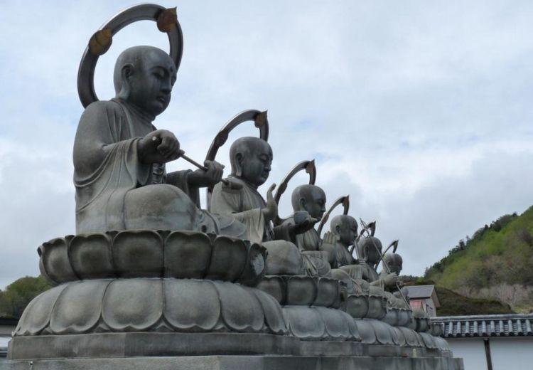 Osorezan : Kuil Buddha yang Konon Paling Dekat dengan Surga dan Neraka