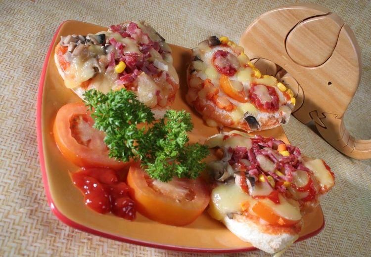 Yuk, Buat Pizza Hati Ceria dari Roti Tawar Bersama Keluarga di Rumah!
