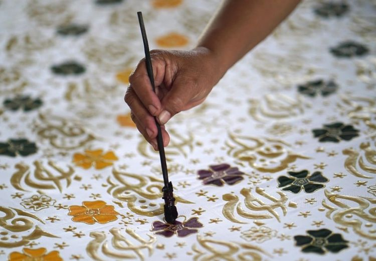 Memanjakan Mata dengan Batik Solo, Jangan Lupa Borong Batiknya!